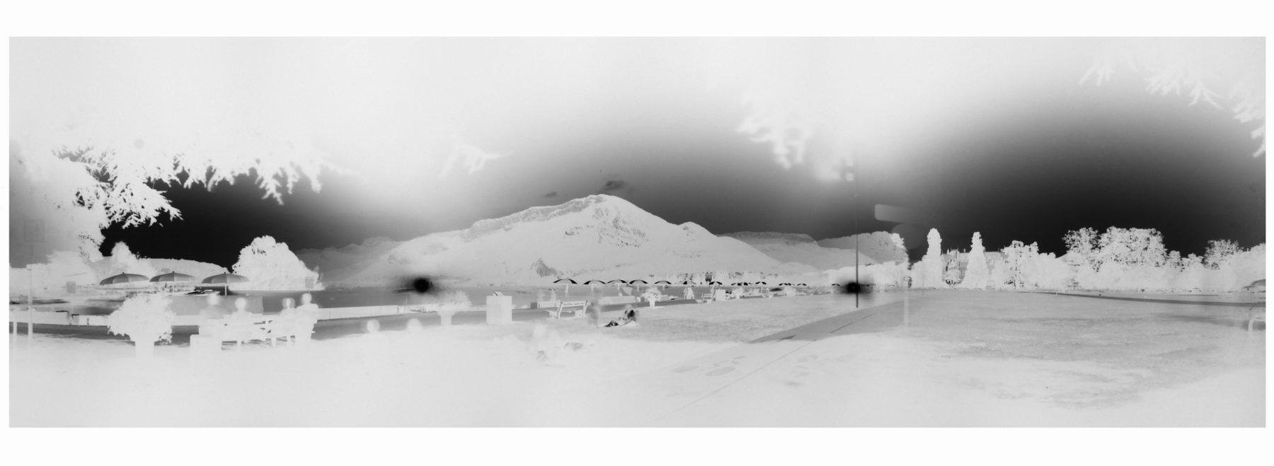Claire Lesteven, Le Lac (Annecy), 2019, photographie multi-sténopés, 32x105 cm, courtesy Fondation Salomon et Hgallery, Paris